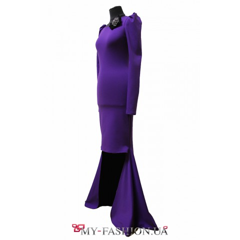 Асимметричное платье с небольшим шлейфом
