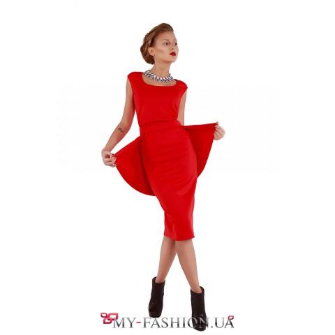 Элегантный комплект красного цвета