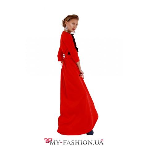 Длинное красное вечернее платье с кружевной вставкой