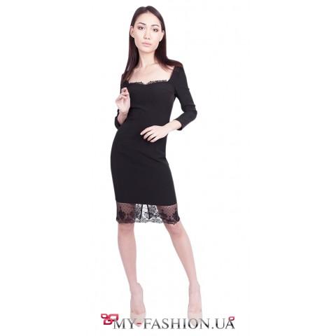 Вечернее платье с глубоким вырезом декольте