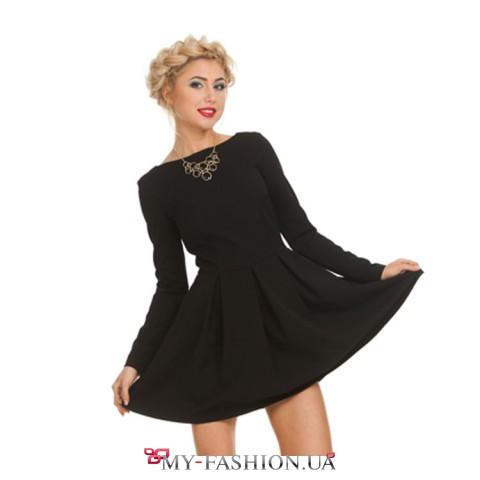 Короткое чёрное платье с пышной юбкой