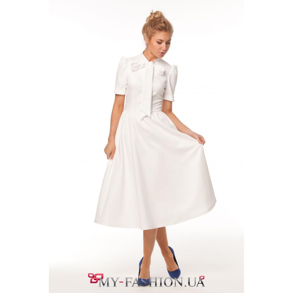 Нежное белое платье с завязкой-бантом купить в интернет магазине в ... 7621dd6bea5