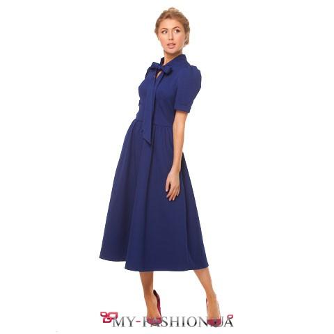 Синее платье для роскошной женщины