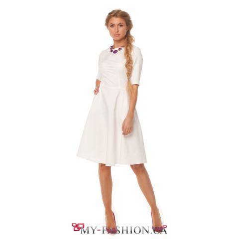 Светлое платье для офиса и торжественных мероприятий