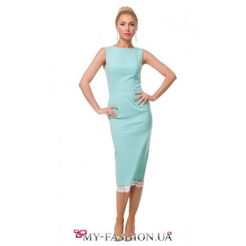 Строгое платье-миди цвета мяты с кружевным подолом