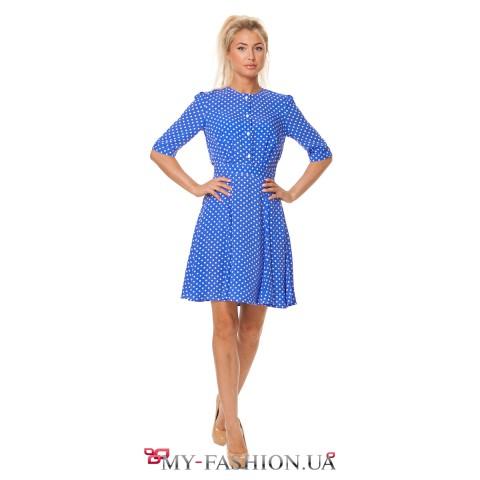 Летнее голубое платье в мелкий белый горошек