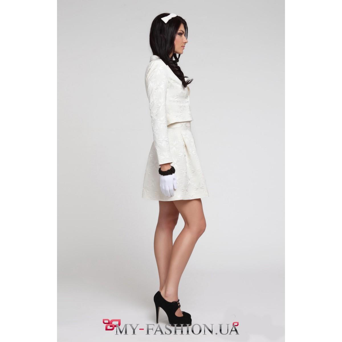 Женский костюм белого цвета с доставкой