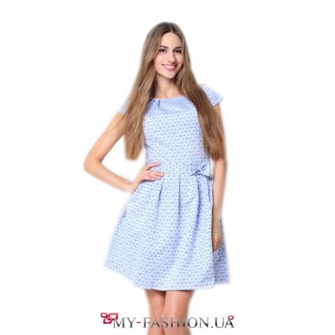 Голубое платье с милым бантиком на талии