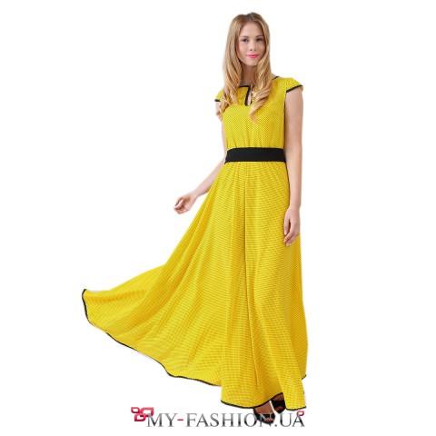 Жёлтое длинное платье в мелкий чёрный горошек