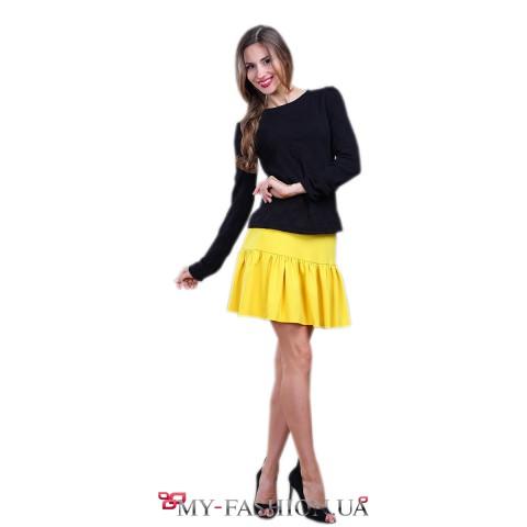 Короткая юбка ярко-жёлтого цвета с воланом