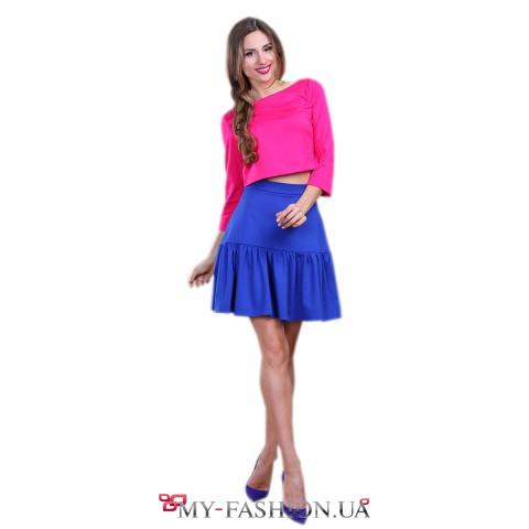 Короткая юбка ярко-синего цвета с воланом