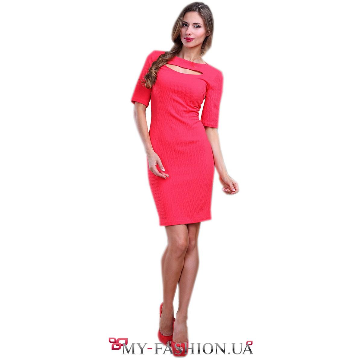 8c543a8cd6fb1e6 Коралловое платье-футляр с вырезом на груди купить в интернет ...