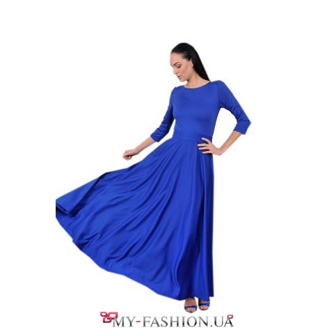 Длинное синее платье с пуговицами на спинке