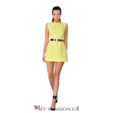 Коротенькое платье жёлтого цвета