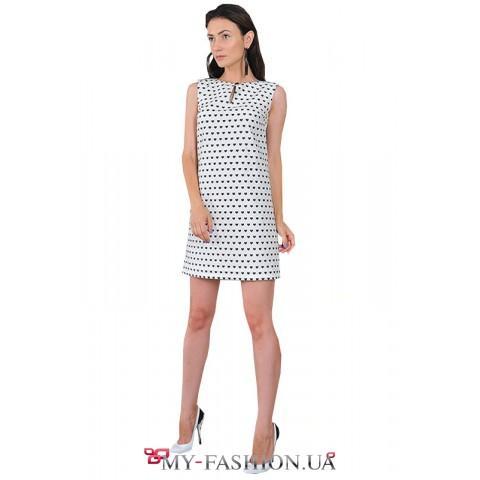 Короткое белое платье с сердечками