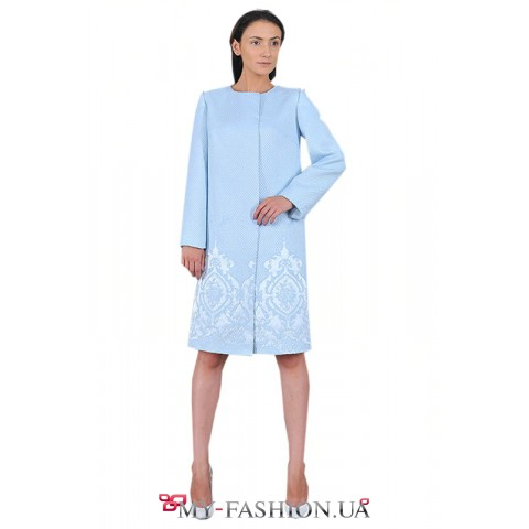 Пальто нежно-голубого цвета с потайной застёжкой