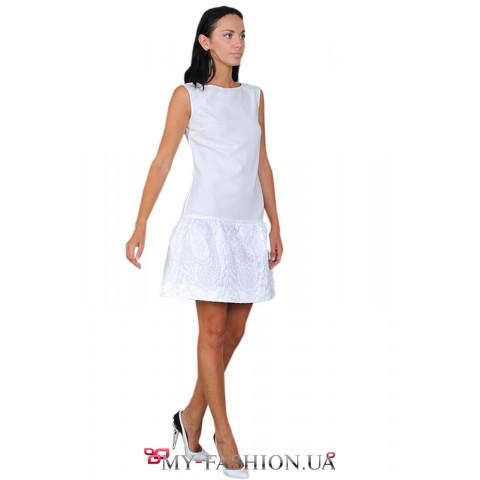 Короткое белое платье с жаккардовой вставкой