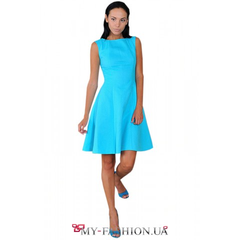 Голубое платье с пышной юбкой
