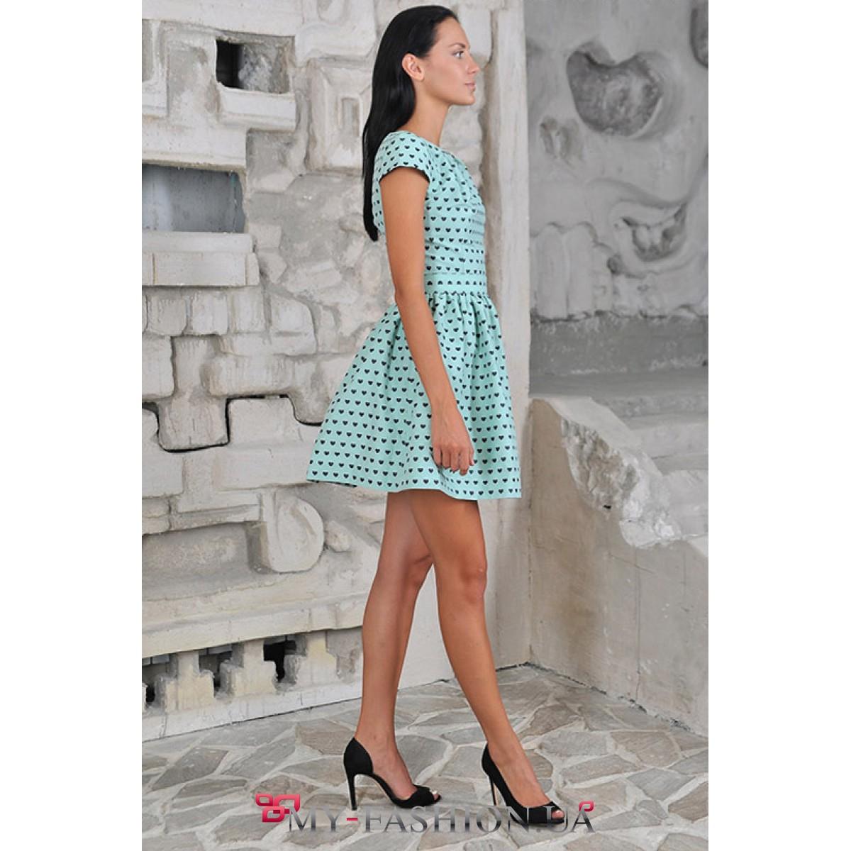 Платье мятного цвета с пышной юбкой