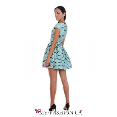 Короткое платье мятного цвета с пышной юбкой