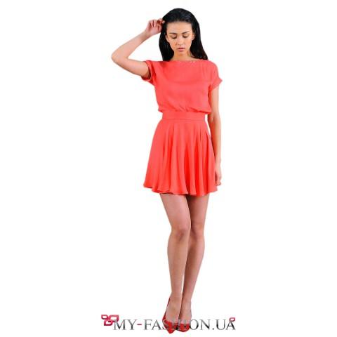 Лёгкая блуза кораллового цвета с короткими рукавами