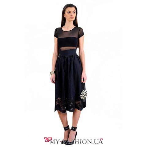 Чёрная юбка-миди с вышивкой по подолу