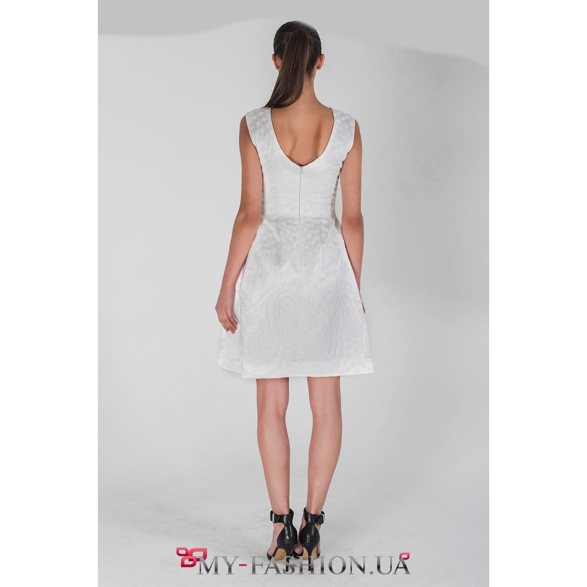 Платья белого цвета