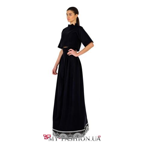 Длинная чёрная юбка с высоким поясом