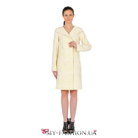 Тёплое осеннее пальто молочного цвета
