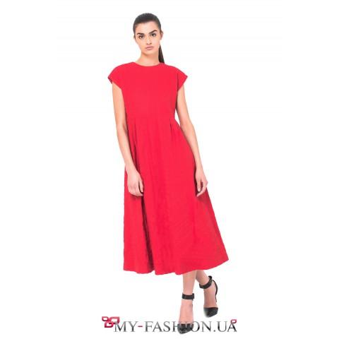 Красное шерстяное платье с расклешённой юбкой