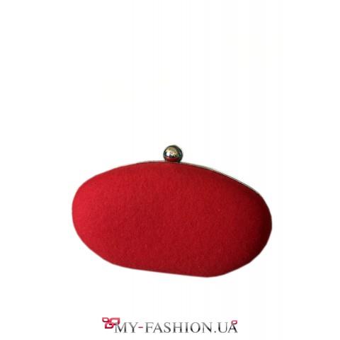 Красная сумка-клатч с серебристой цепочкой
