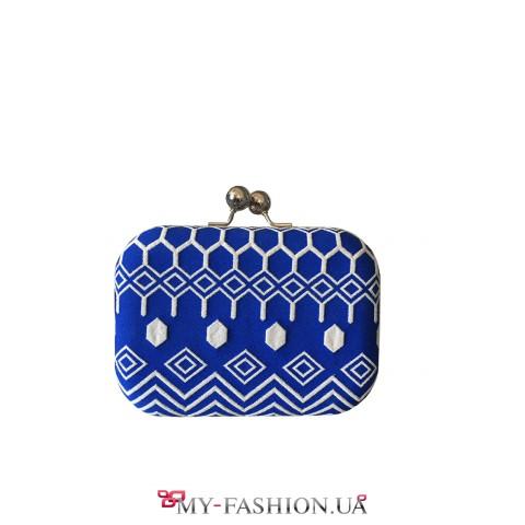 Сине-белый клатч с орнаментом