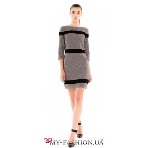 Короткое зимнее платье с контрастными вставками