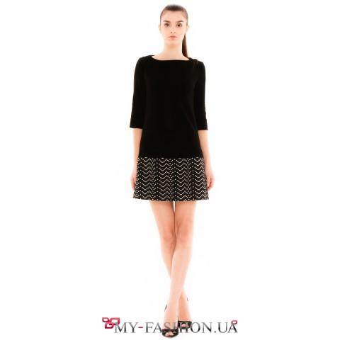 Короткое чёрное платье с жаккардовой вставкой