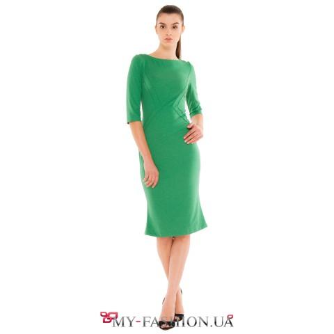 Зимнее приталенное платье зелёного цвета