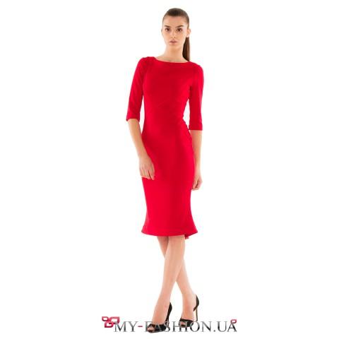 Зимнее платье-карандаш красного цвета