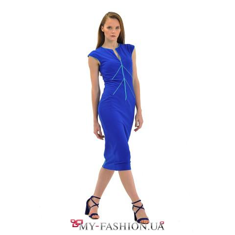 Синее дизайнерское платье средней длины
