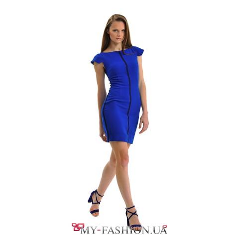 Ярко-синее короткое платье с декором