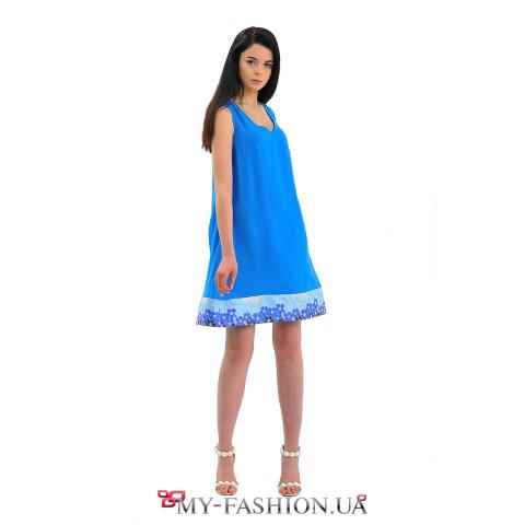 Короткое васильковое платье А-образного силуэта