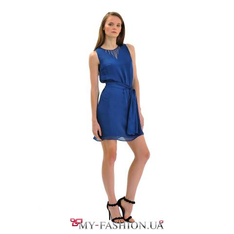 Коктейльное платье насыщенного синего цвета