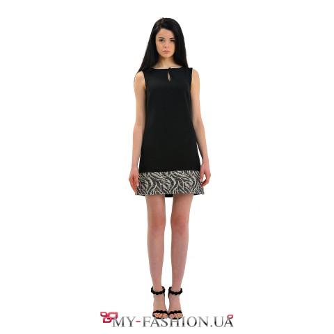 Чёрное офисное платье со вставкой по подолу