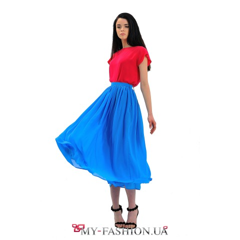 Васильковая шифоновая юбка средней длины