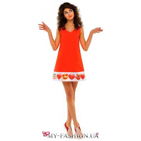 Красное платье-сарафан трапециевидного силуэта