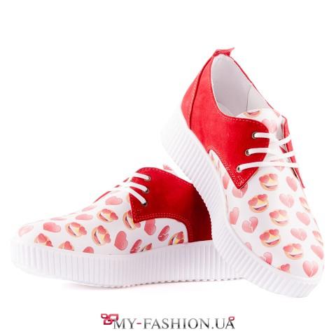Яркая летняя обувь на платформе