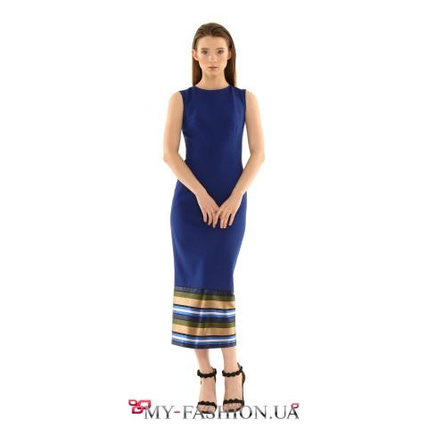 Лаконичное платье-футляр средней длины