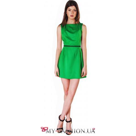 Красивое зелёное платье без рукавов