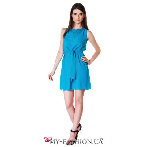 Коктейльное платье модного лазурного оттенка