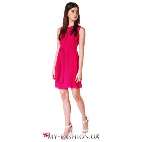 Коктейльное платье ярко-красного цвета