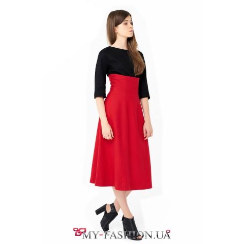 Шерстяная юбка средней длины красного цвета