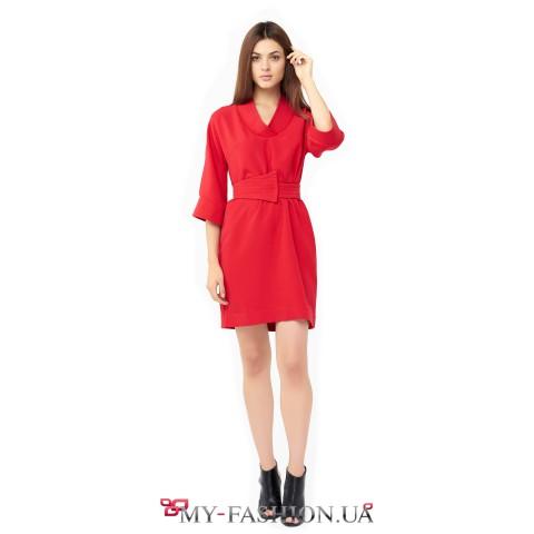 Строгое красное платье из вискозы